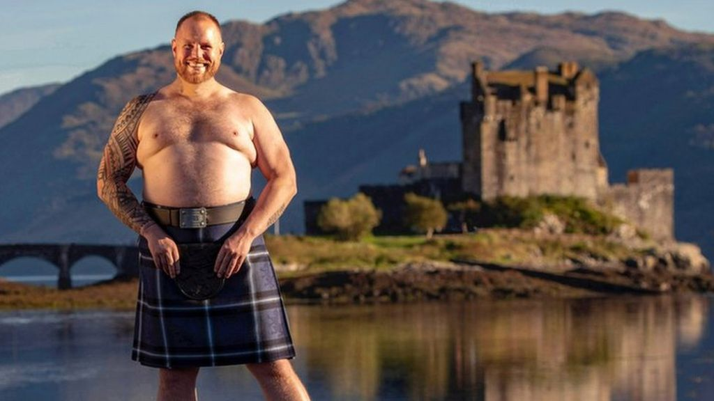 Twenty-stone Scots wrestler swapped ring for the catwalk - BBC News