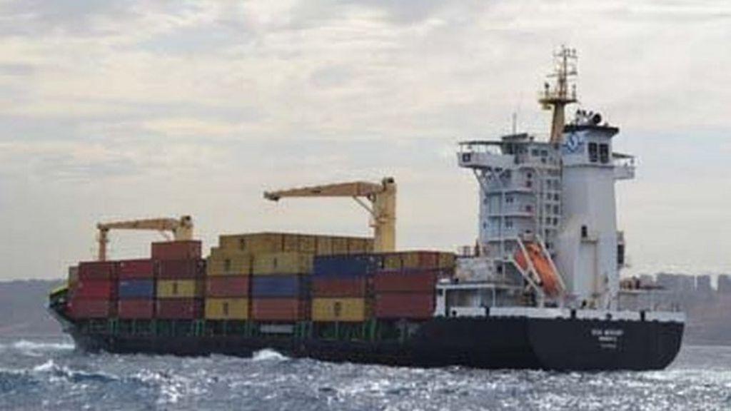 Algeria seizes 700kg of cocaine on container ship - BBC News