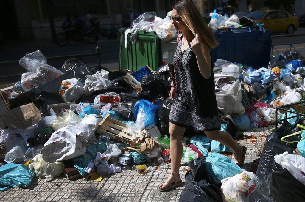 Greek rubbish strike causes stink