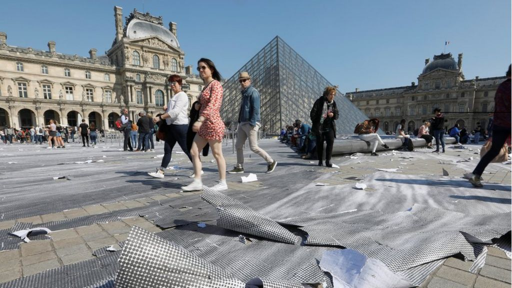 Louvre S Giant Paper Artwork Shredded In Hours By Visitors