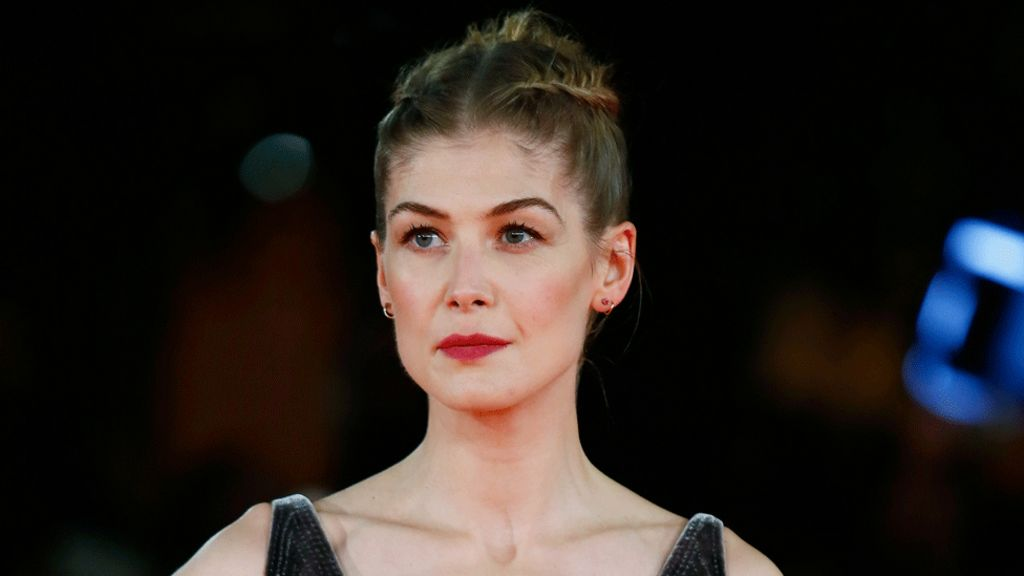 Rosamund Pike: Actors must support lead females