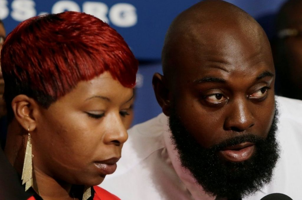 Ferguson: Michael Brown's family gets $1.5m settlement – BBC News