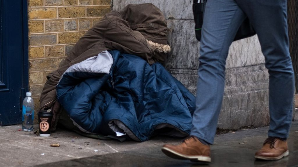 Homeless people's deaths 'up 24%' over five years - BBC News