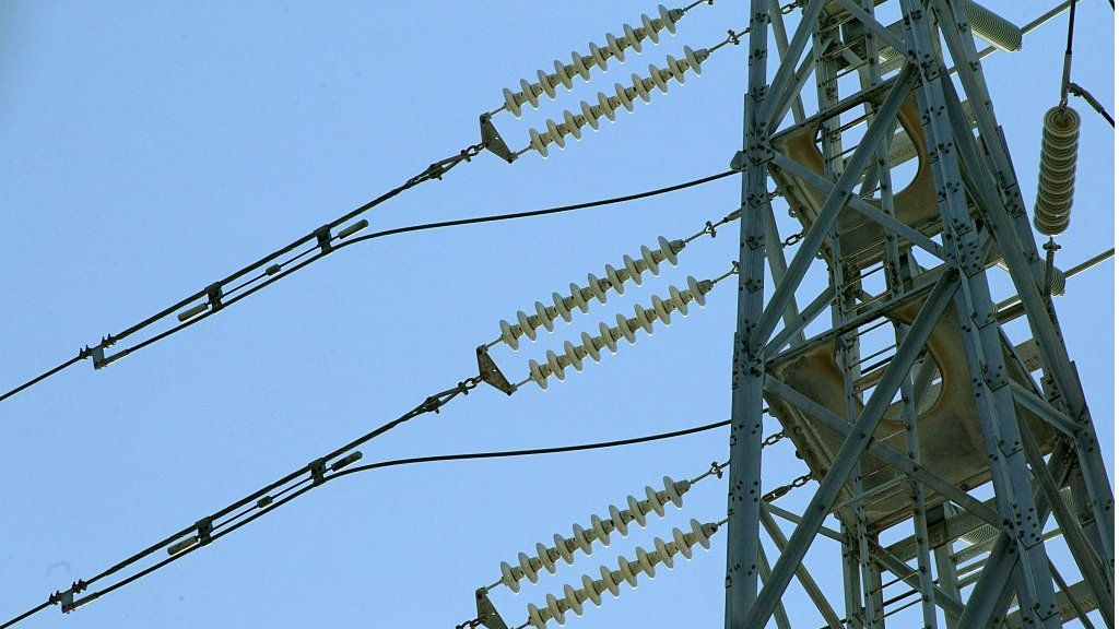 Electric power lines cross the Brisbane River, to the city of Brisbane.