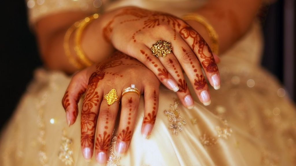 Indian court rules against instant divorce - BBC News