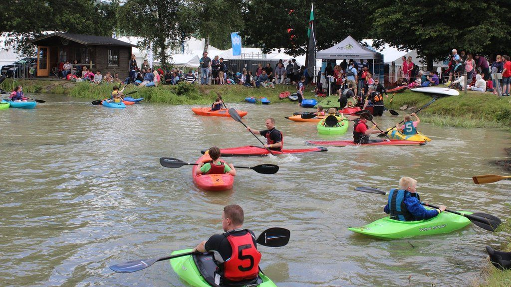Hwyl y rhwyf // The canoes are a rOARing success at the Royal Welsh