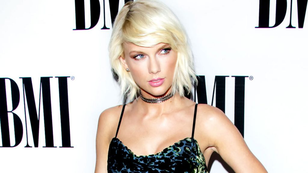 Taylor Swift confronts DJ in groping trial