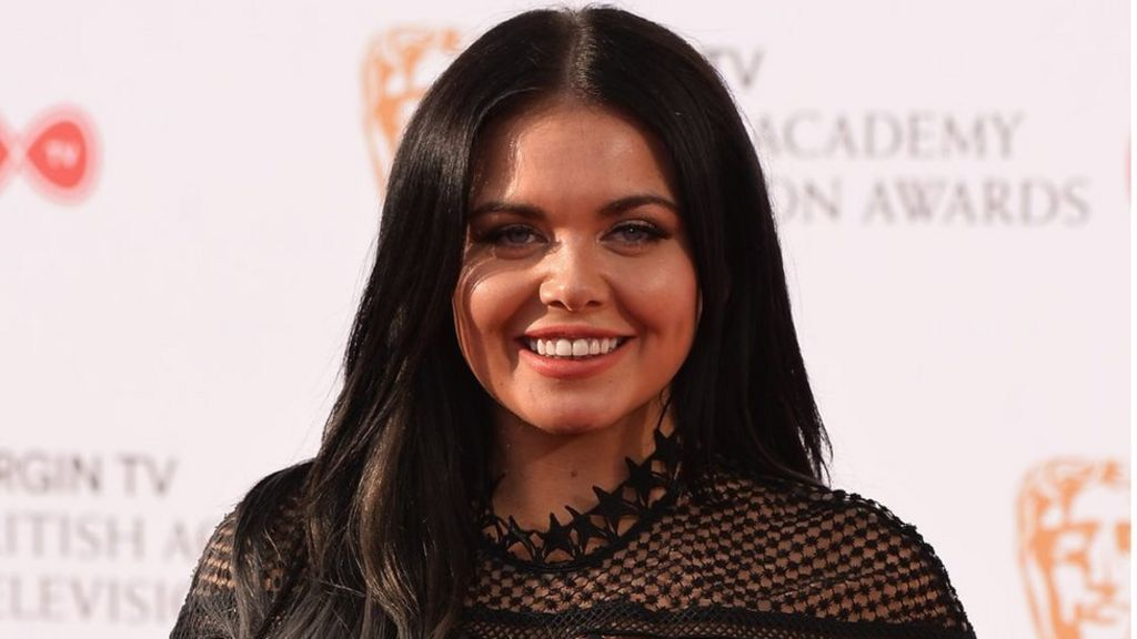 TV's Scarlett Moffatt has a selfie warning for young girls