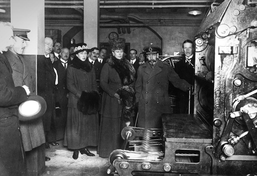 King George V and Queen Mary printing the first nomination war bond at the Bank of England, 1917