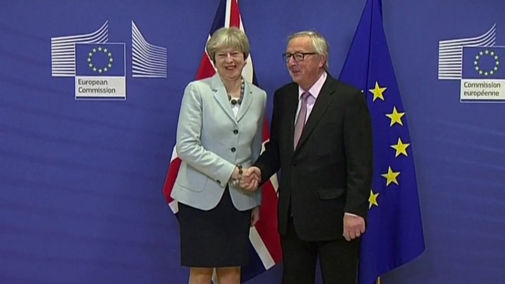 Irish border: May in Brussels for crucial Brexit meeting