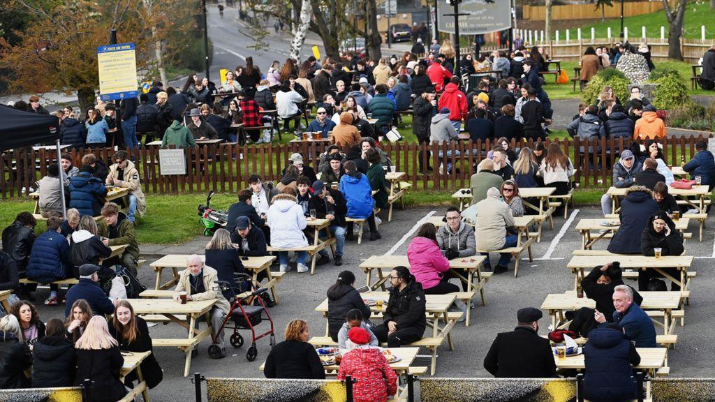A full pub garden - April 2021 - north London