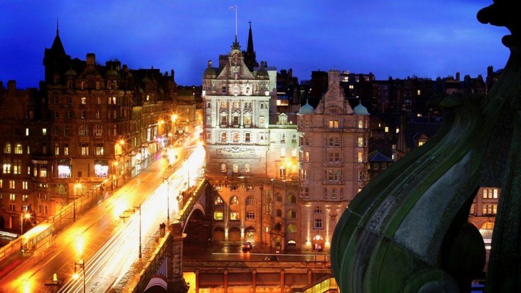 "Analysis of ""November Night, Edinburgh"" by Norman MacCaig Sample Essay"