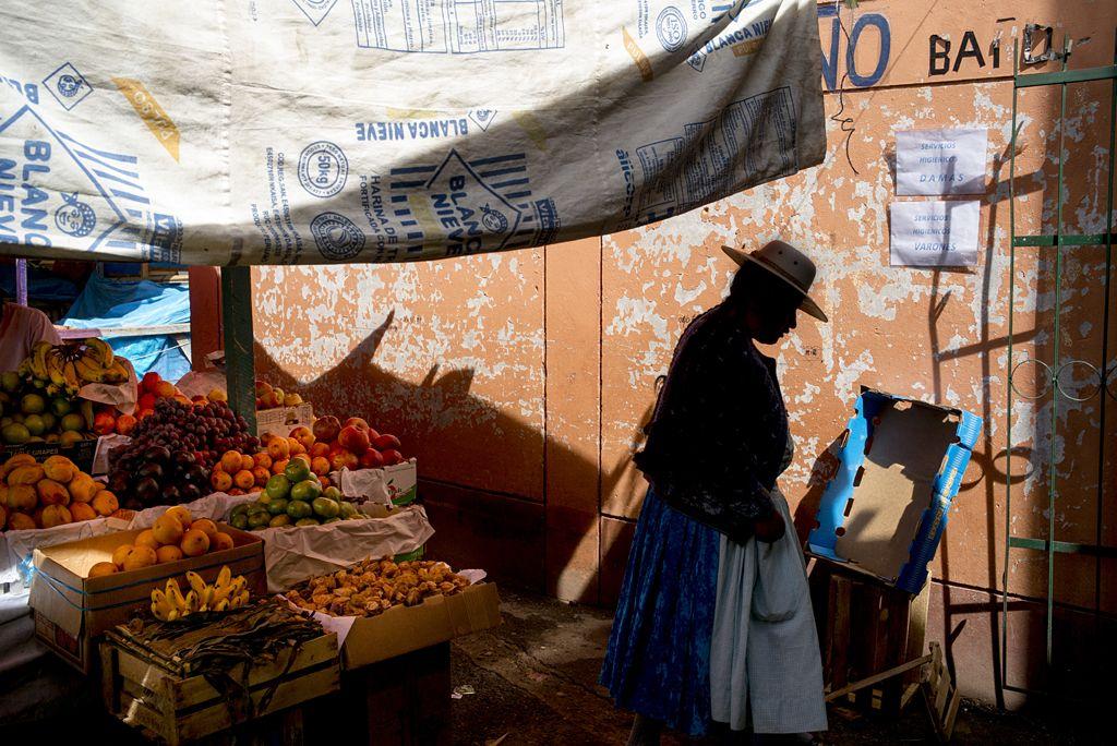 Puno, Lake Titicaca - by Robert Holmes (USA)