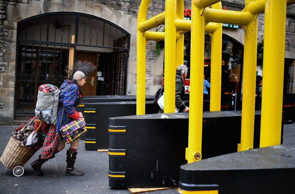 Barriers on the Royal Mile