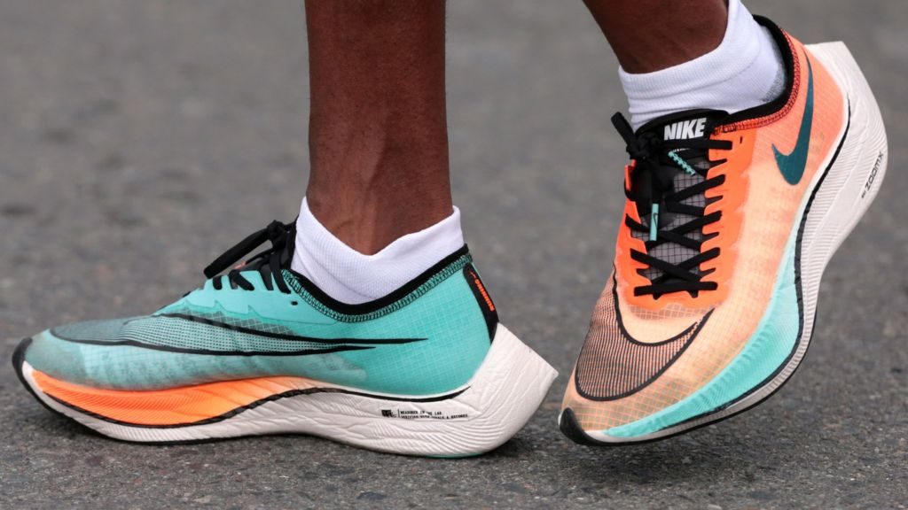 cuenco moverse Provisional  Nike Vaporfly shoes are not banned but Eliud Kipchoge's are - BBC Sport