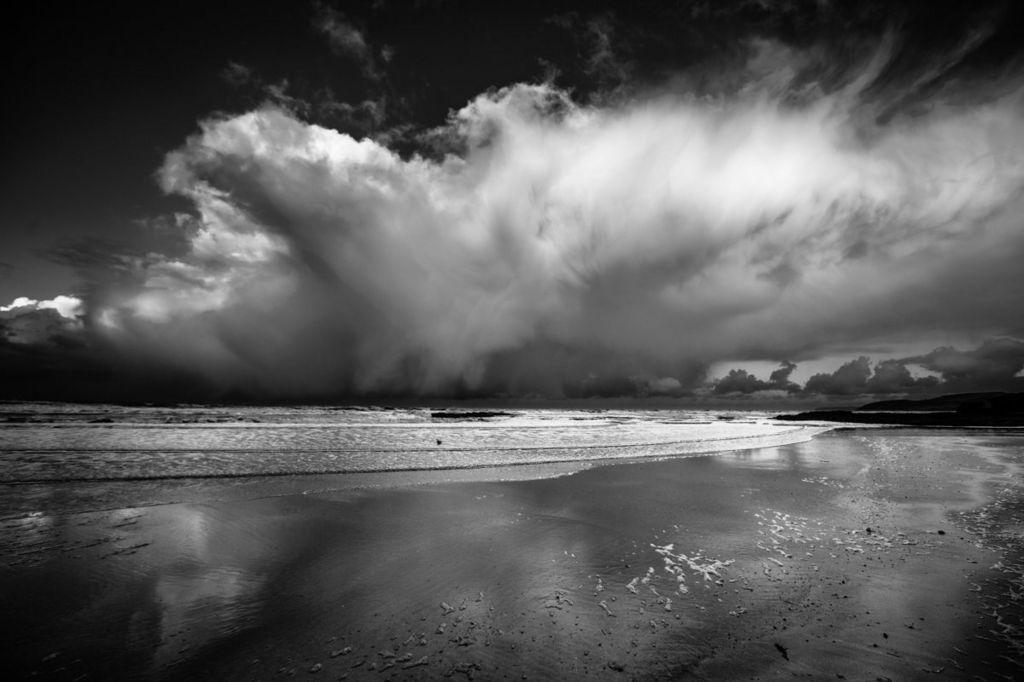 cwmwl o eira // Snow cloud over Benllech on Anglesey