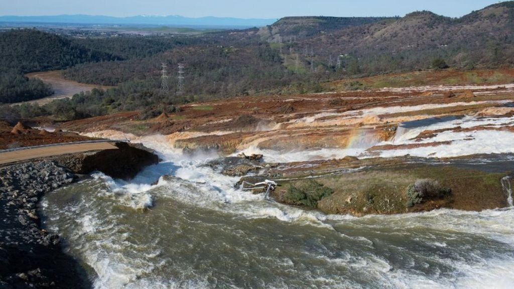 Oroville Dam risk: Evacuated not allowed home immediately - BBC News