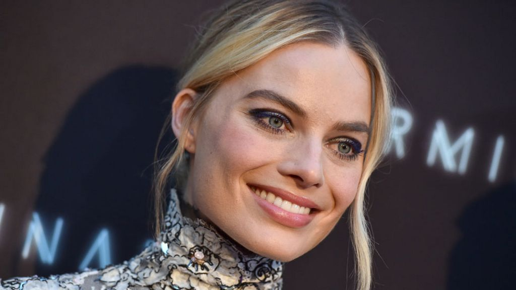 Margot Robbie pictured as Sharon Tate in new Quentin