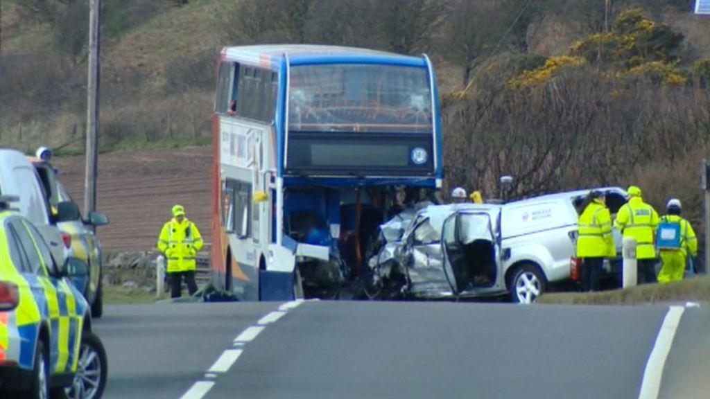 One dead and 11 hurt in bus crash near Ardrossan - BBC News