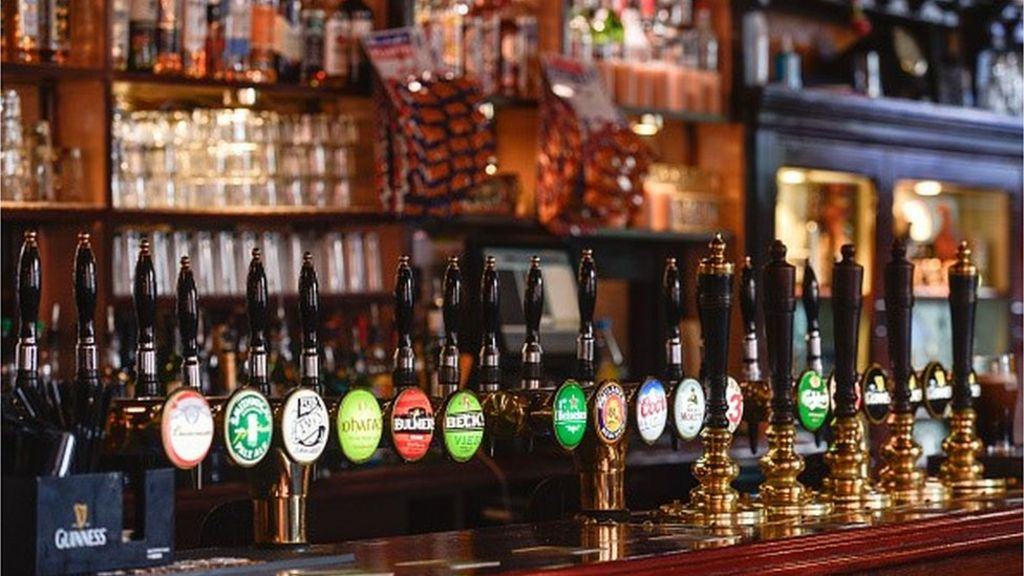 London loses 1,200 pubs in 15 years - BBC News