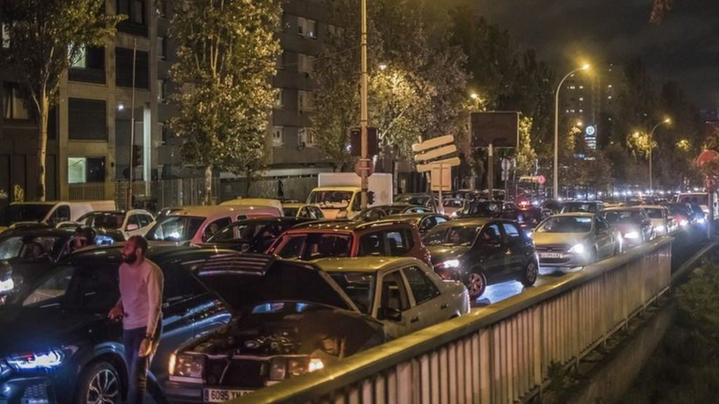Covid 19 Record Traffic Around Paris As Second French Lockdown Begins Bbc News