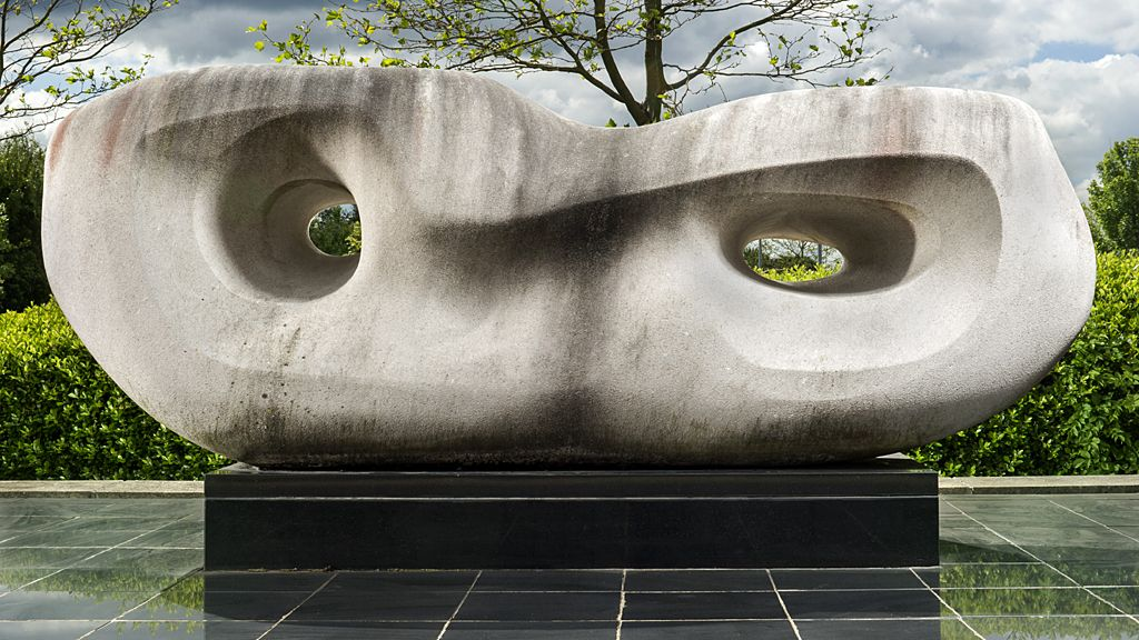 Rosewall (Curved Reclining Form) by Barbara Hepworth, 1960-2 - Chesterfield, Derbyshire.