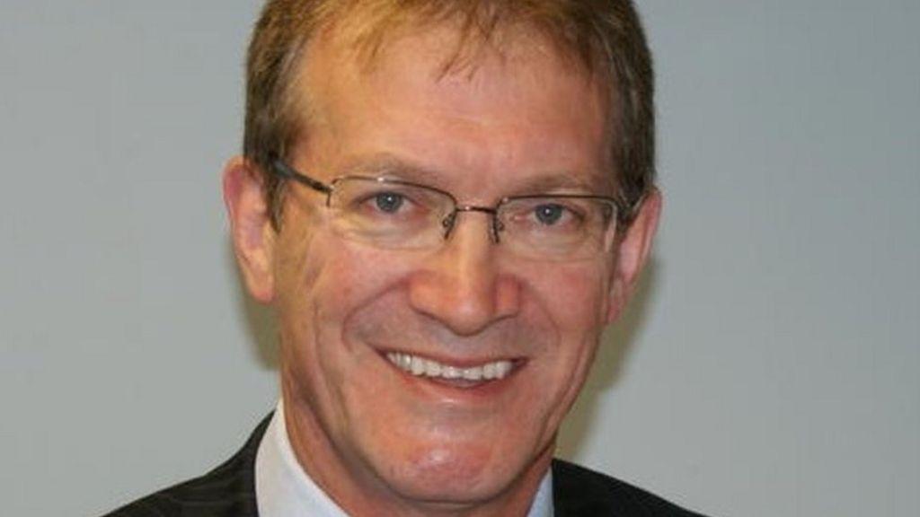 Grammar school row head resigns