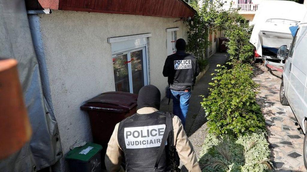 Paris shooting: Gunman was 'focus of anti-terror' probe - BBC News