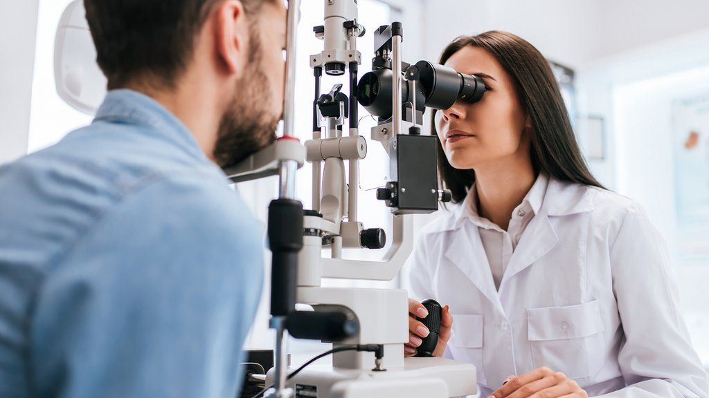 Optometrists shortage to be tackled by new degree - BBC News