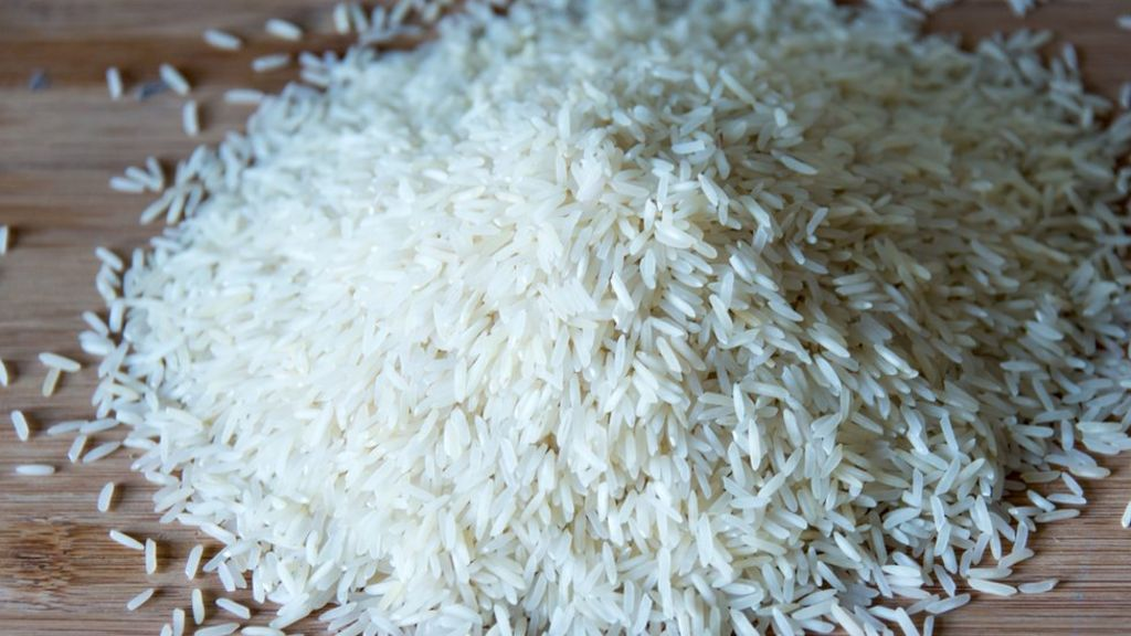 Why people believe the myth of 'plastic rice' - BBC News