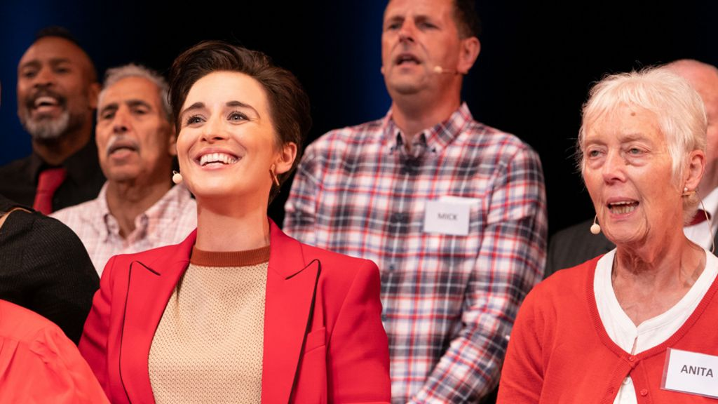 The power of music: Vicky McClure's dementia choir - BBC News