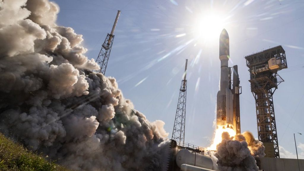 US Space Force launches satellite after short delay - BBC News
