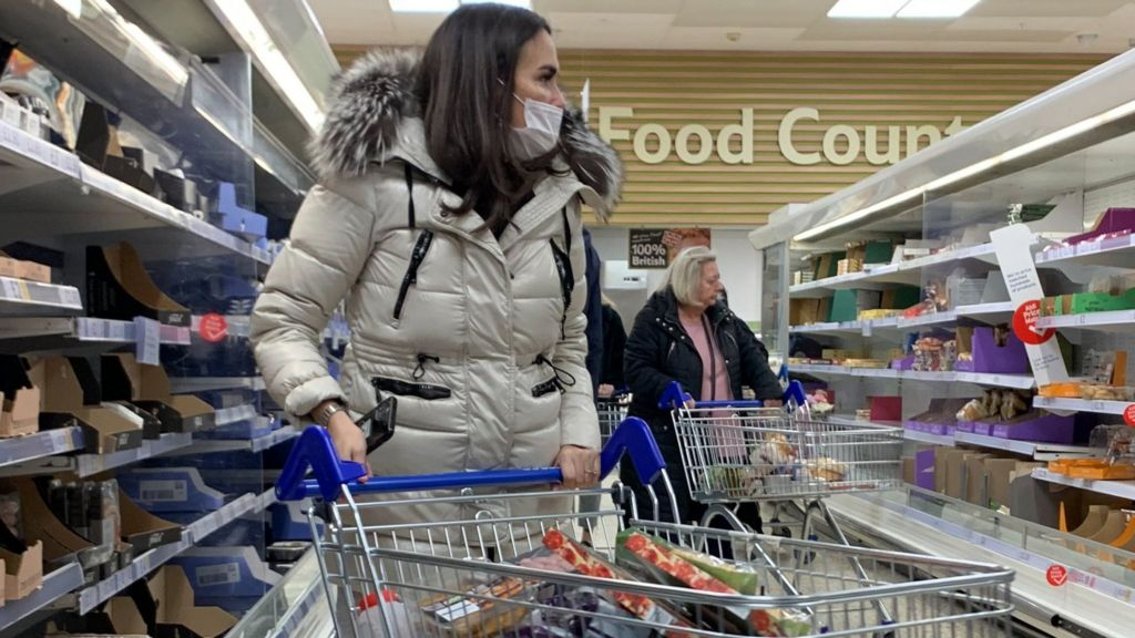 Coronavirus: The weekly shop is back in fashion, says Tesco boss - BBC News