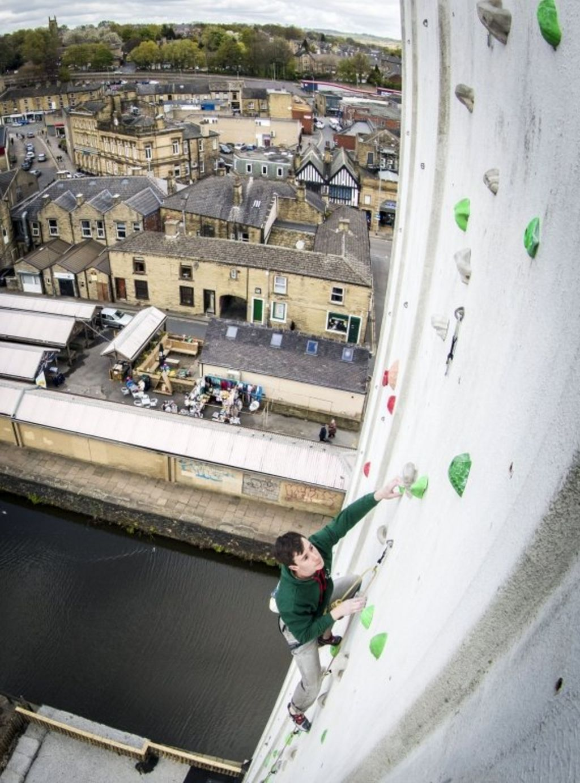 Leeds Climbing Wall >> UK's 'highest outdoor climbing wall' installed on grain silo - BBC News