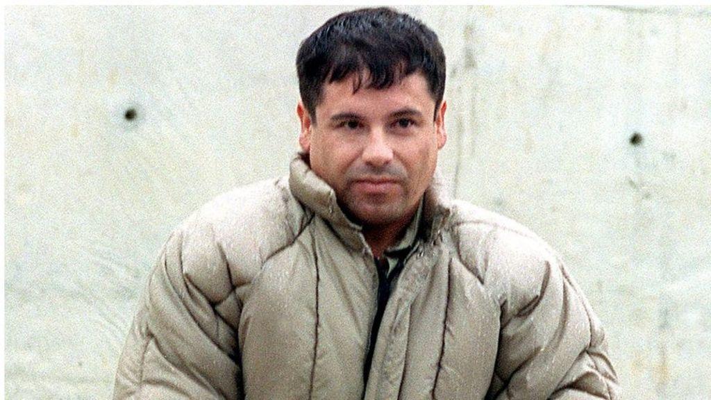 EL CHAPO WITH GUN PLAQUE MEXICO DRUG CARTEL ORGANIZED CRIME GUZMAN