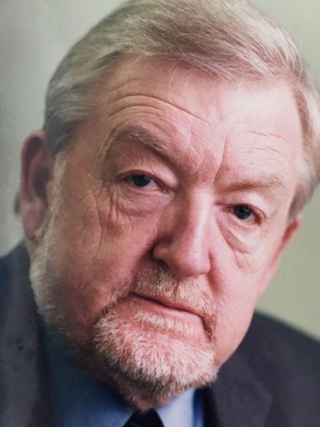 Cyn-reolwr BBC, Gareth Price, wedi marw