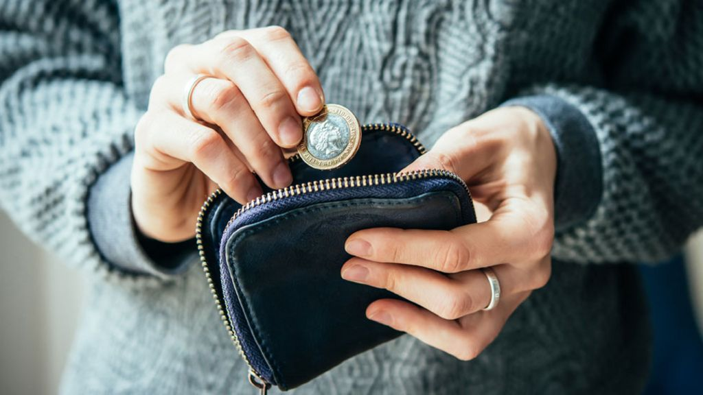 Universal Credit: Advance payments offered as rollout continues