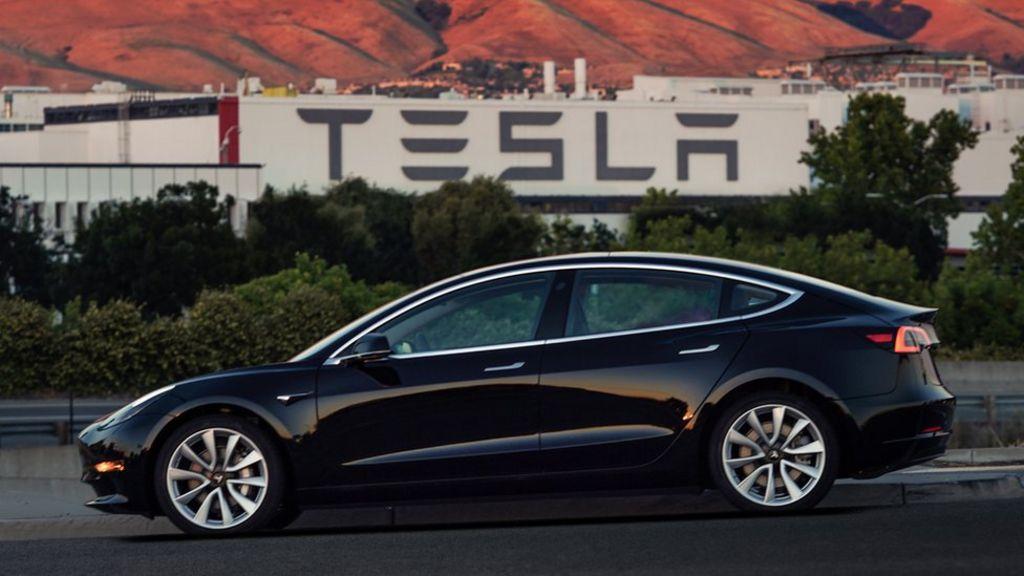 Tesla delays Model 3 production in its worst quarter