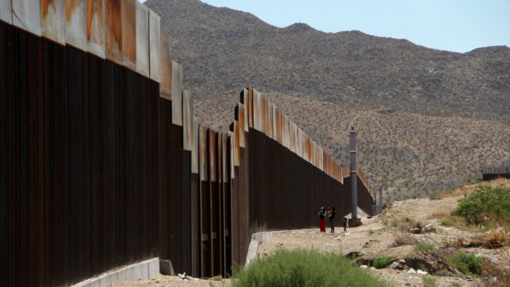 Donald Trump talks up solar panel plan for Mexico wall