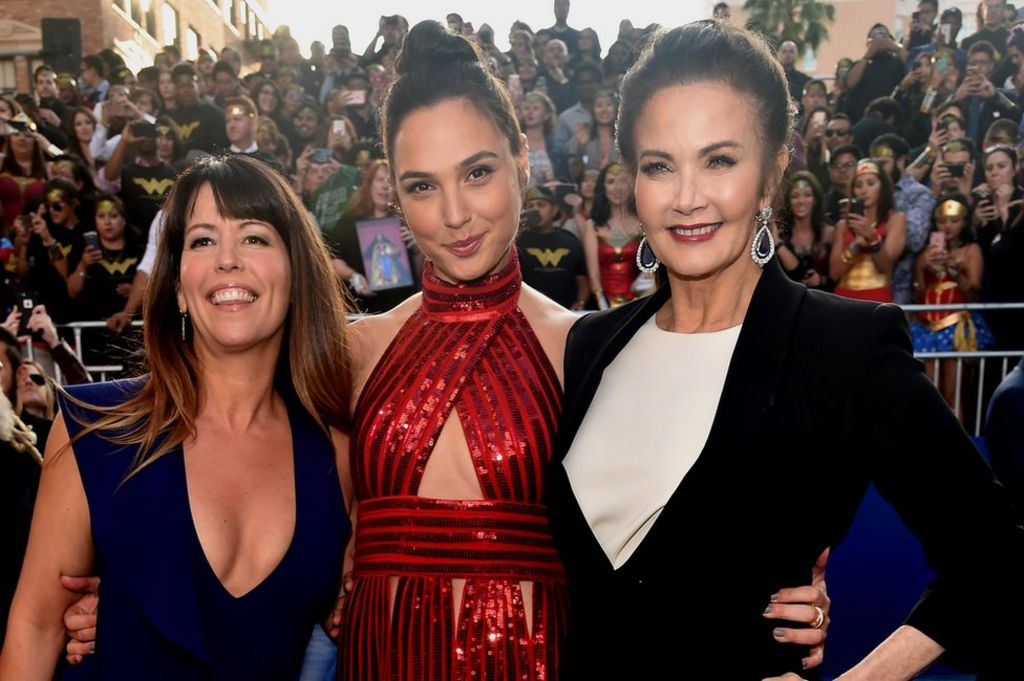 Lynda Carter tells James Cameron: 'Stop dissing' Wonder Woman