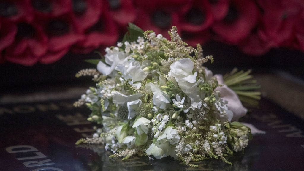 royal wedding 2018 bouquet laid on tomb of unknown warrior bbc news bouquet laid on tomb of unknown warrior