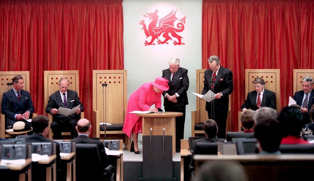 The queen opening the Assembly in 1999