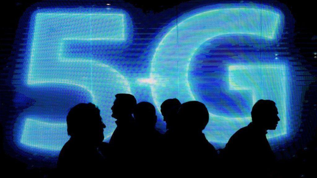 5G auction bidding starts in UK - BBC News
