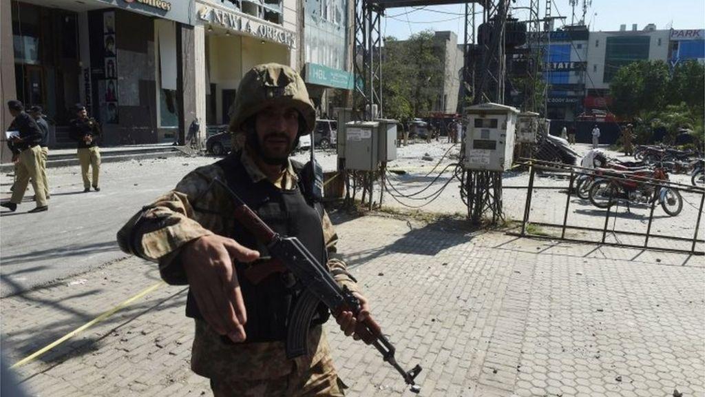 Pakistan blast: At least eight dead in Lahore - BBC News