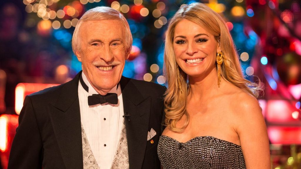 Sir Bruce Forsyth: Tributes paid to 'a national hero'