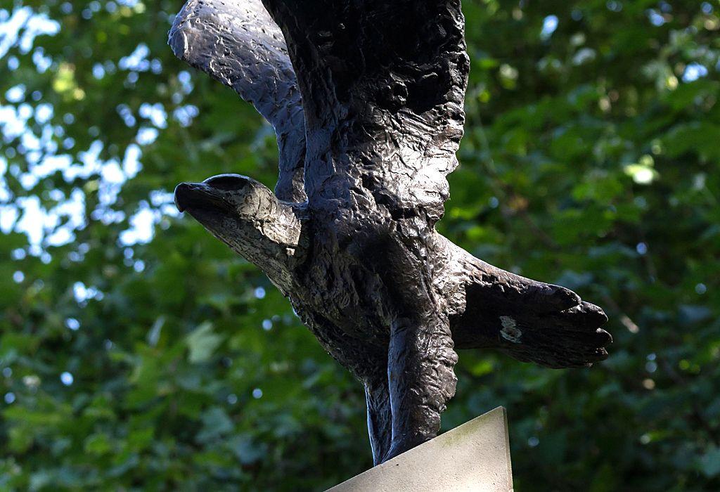 Eagle Squadron Memorial by Elisabeth Frink, 1985 - Grosvenor Square Gardens, London