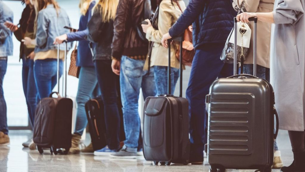 Ryanair brings in new rules on cabin bags - BBC News b0c48f8d4e8a0