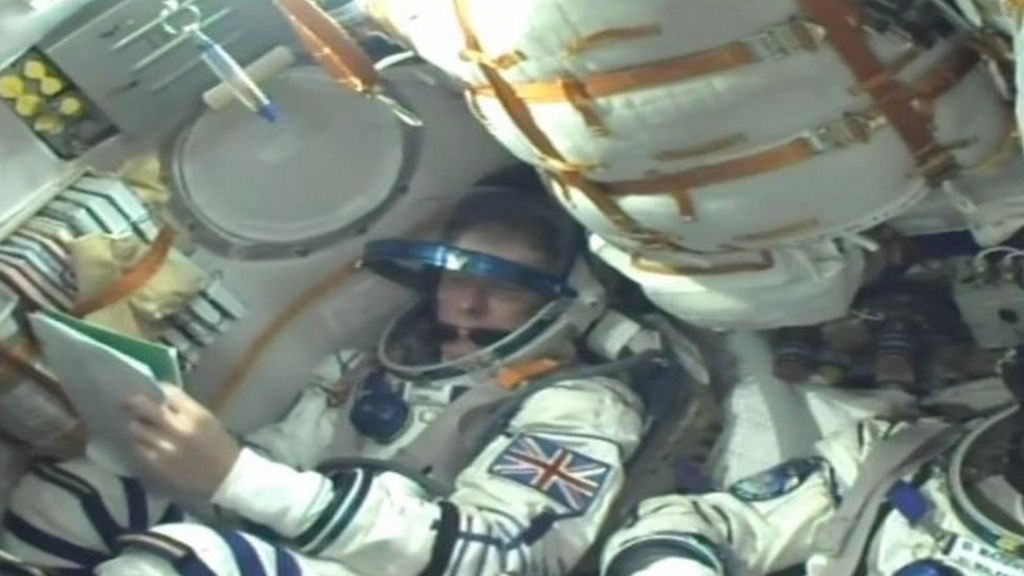 Tim Peake: UK astronaut heads for space station - BBC News