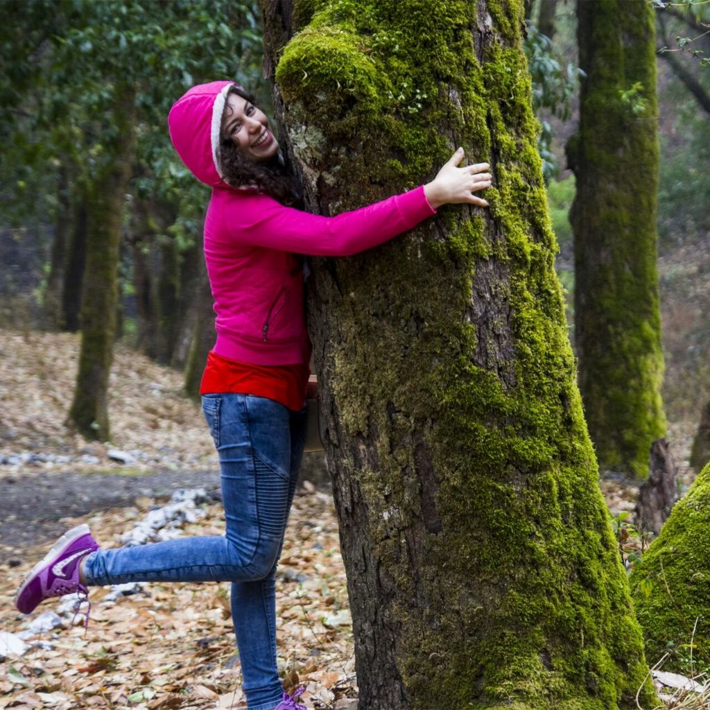 Ela Smetacek hugging a tree