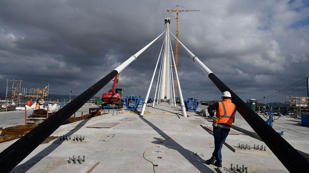 UK construction activity shrinks on uncertainty